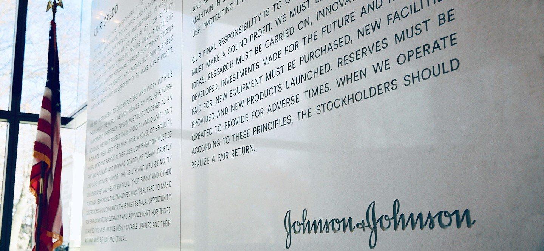 American Multinational Corporation Johnson & Johnson stock outperforms